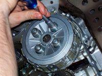 sostituzione dischi frizione 32